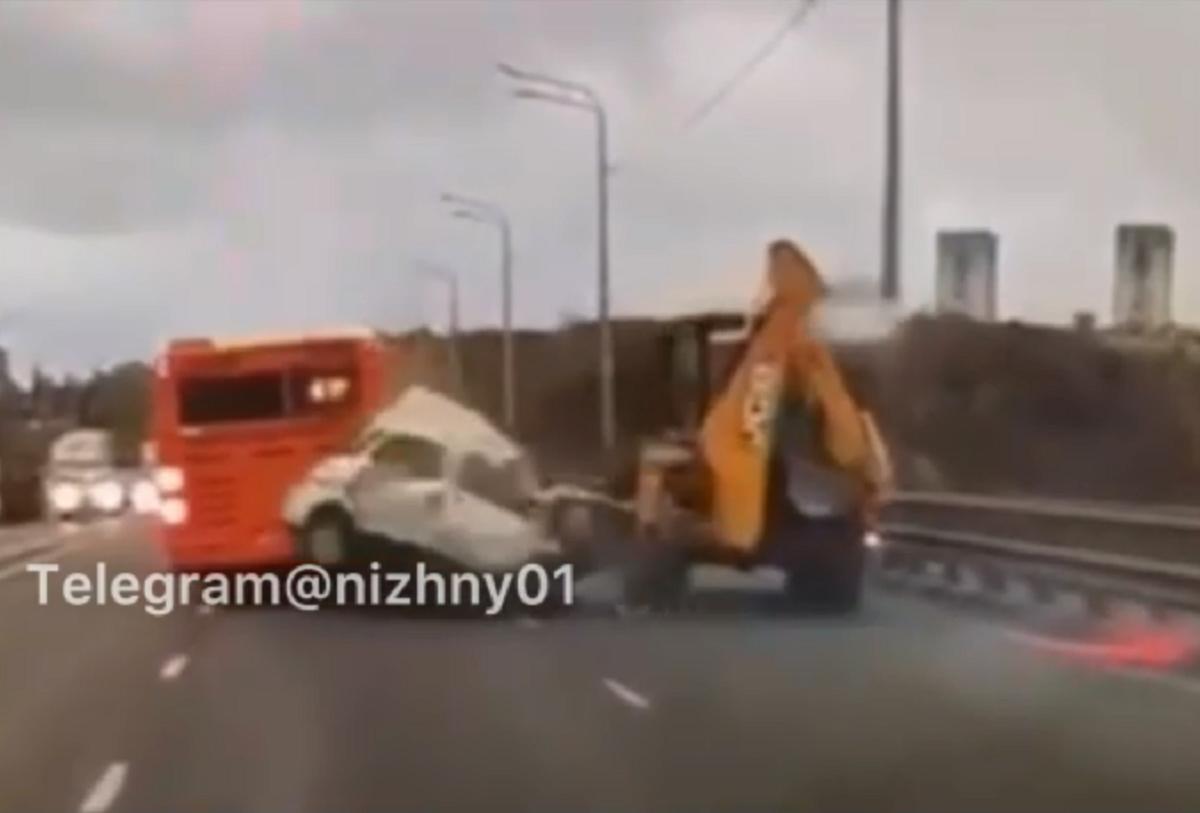 Опубликовано видео страшного ДТП на Мызинском мосту