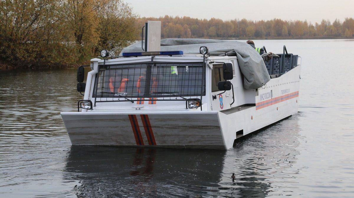 По земле и воде: нижегородские спасатели показали уникальное транспортное средство