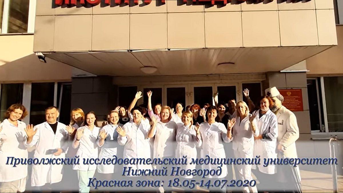 Медики COVID-госпиталя ПИМУ снялись в клипе на песню о «красной зоне»