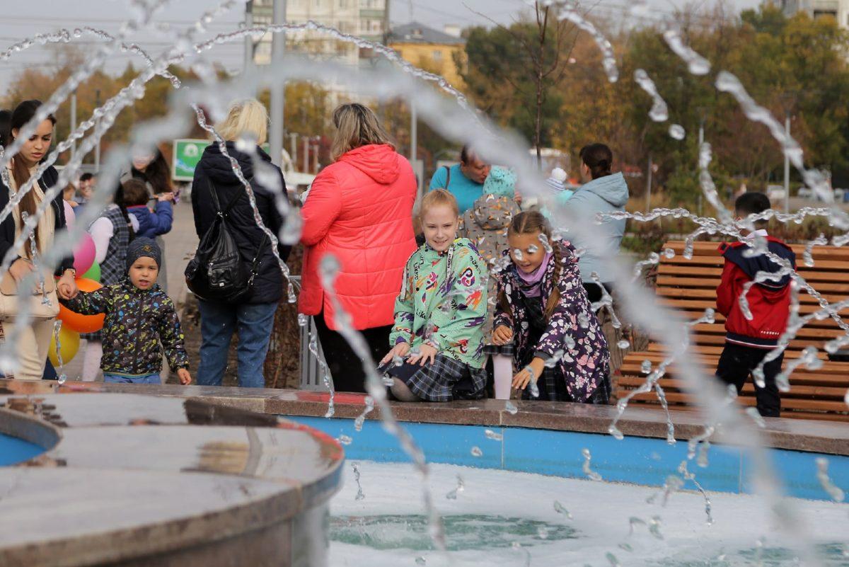 Вандалы налили пены в фонтан в день открытия нового сквера у гостиницы «Заречной» в Нижнем Новгороде
