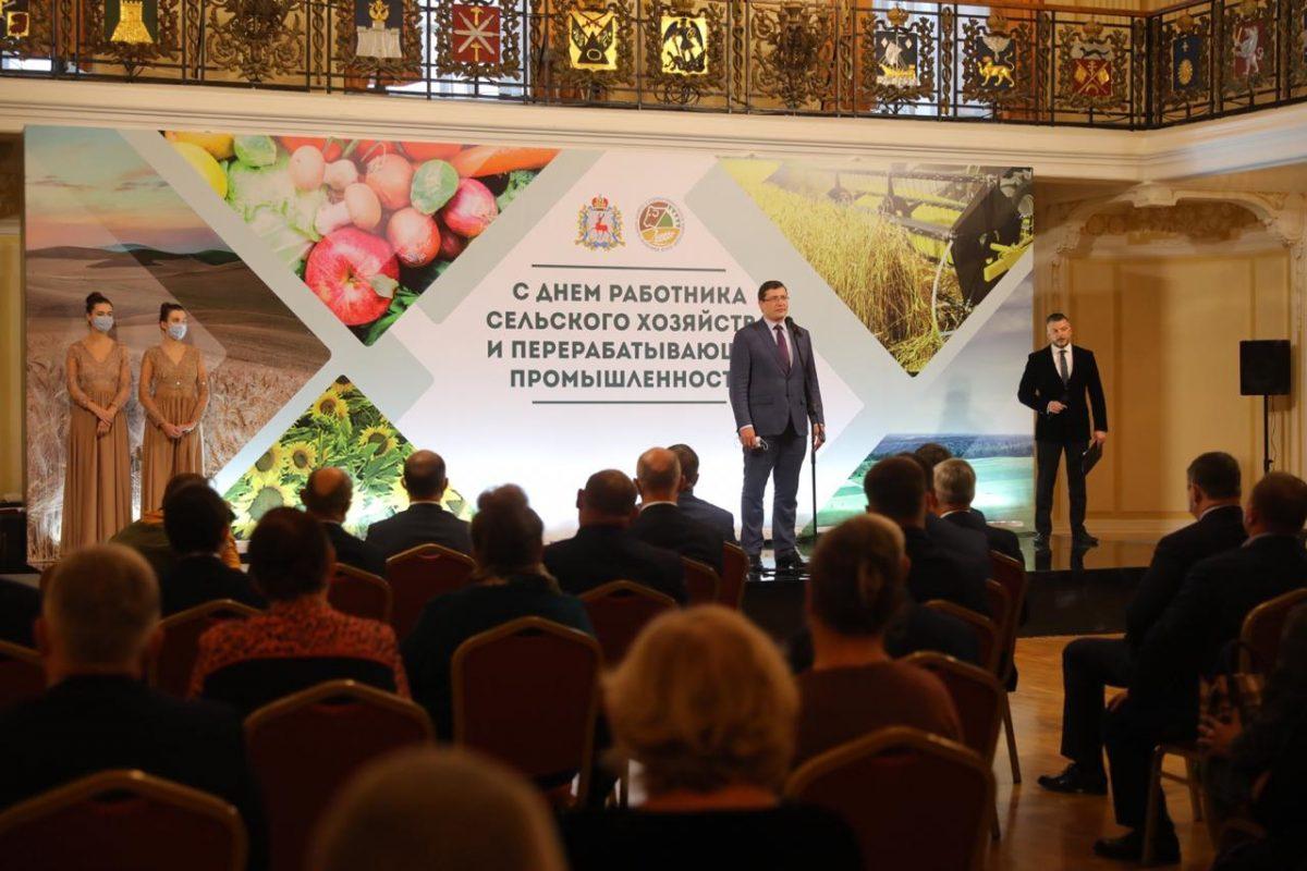Денежные сертификаты вручили лучшим работникам сельского хозяйства иагропредприятиям региона