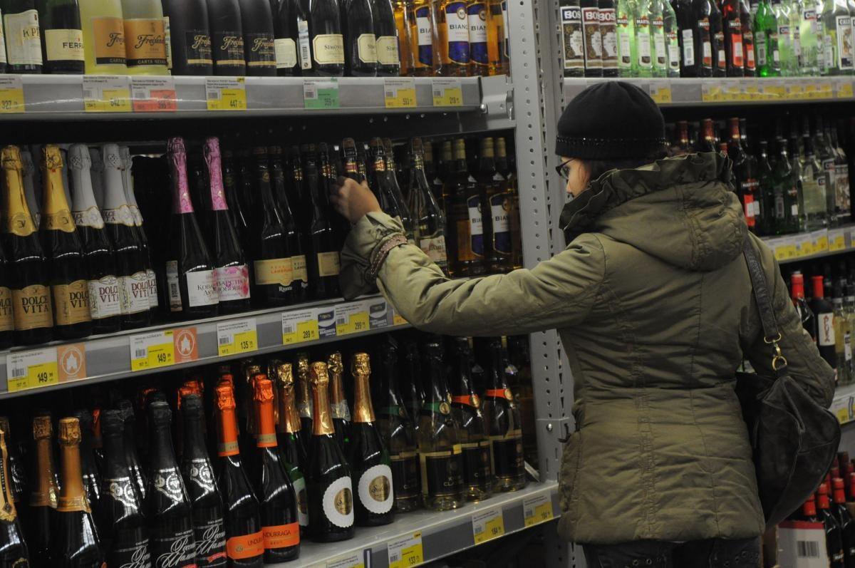 Продажу алкоголя 1 и 2 января предложили запретить в России