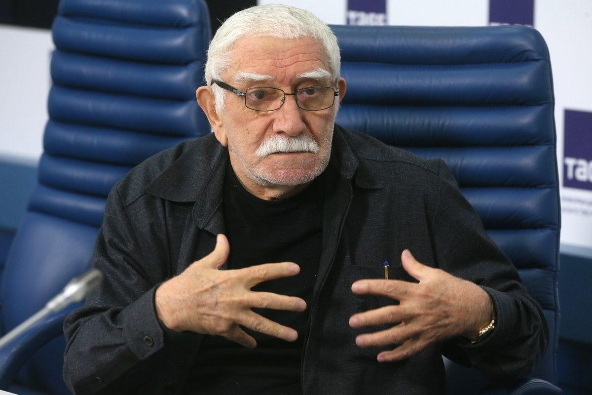 Жизнь заново: зачем Армен Джигарханян вернулся к бывшей жене