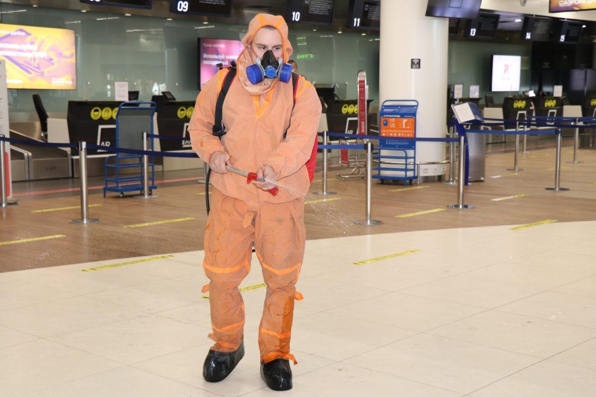 Нижегородские студенты и сотрудники МЧС провели санобработку аэропорта