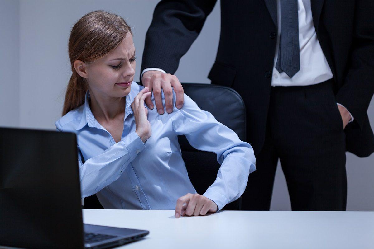 Разреши тебя поцеловать: нижегородцы жалуются на домогательства  на работе