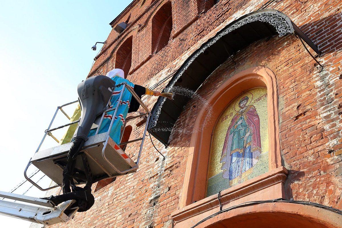 Икону основателя Нижнего Новгорода на Дмитриевской башне кремля освятили в преддверии 800-летия города