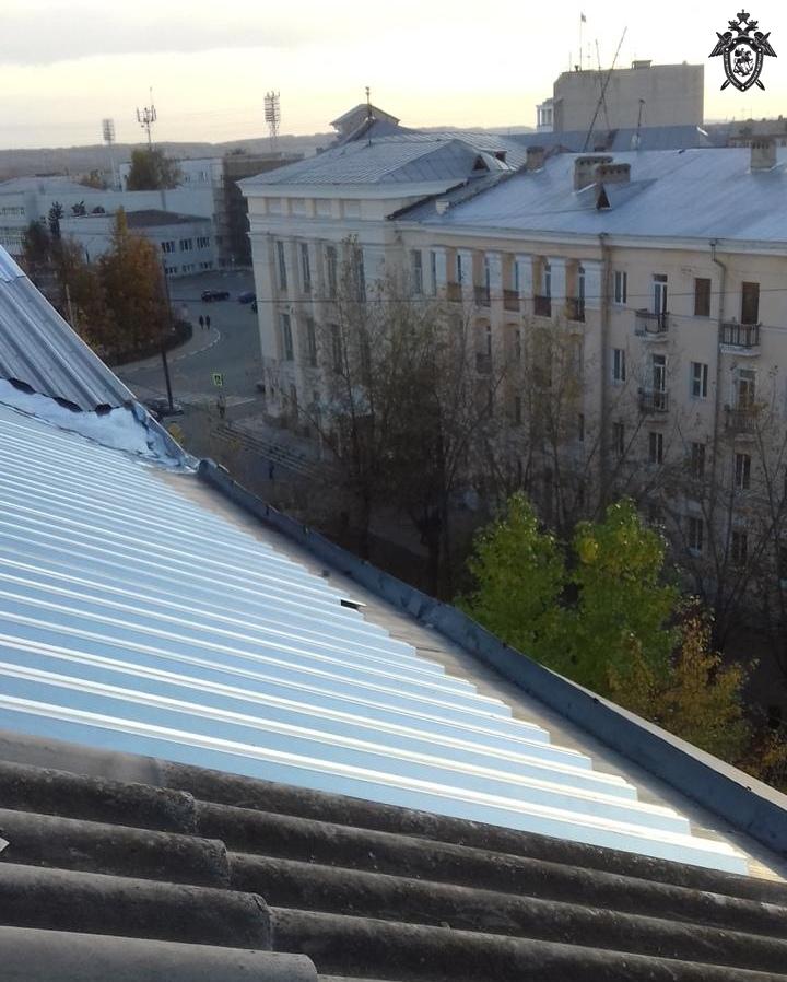 Кровельщик сорвался с крыши и погиб в Дзержинске