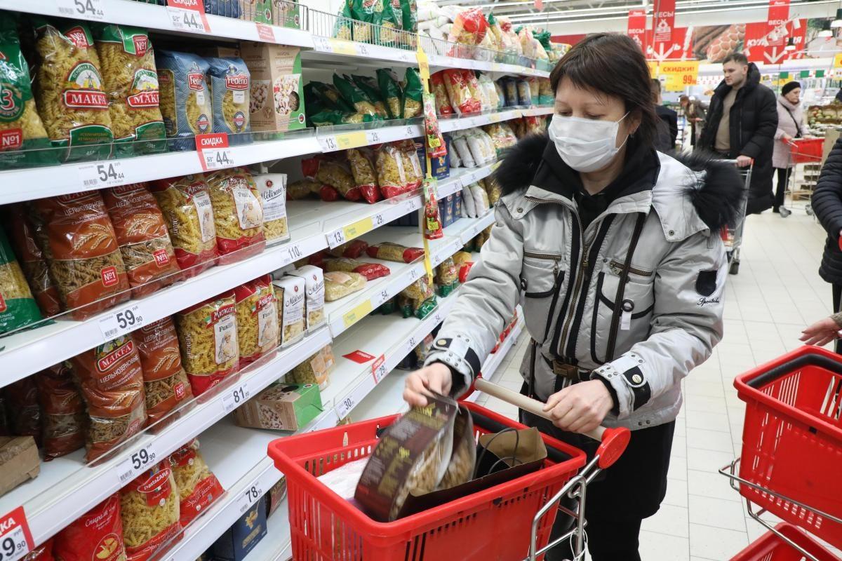 Андрей Саносян поручил усилить контроль за соблюдением масочного режима в магазинах