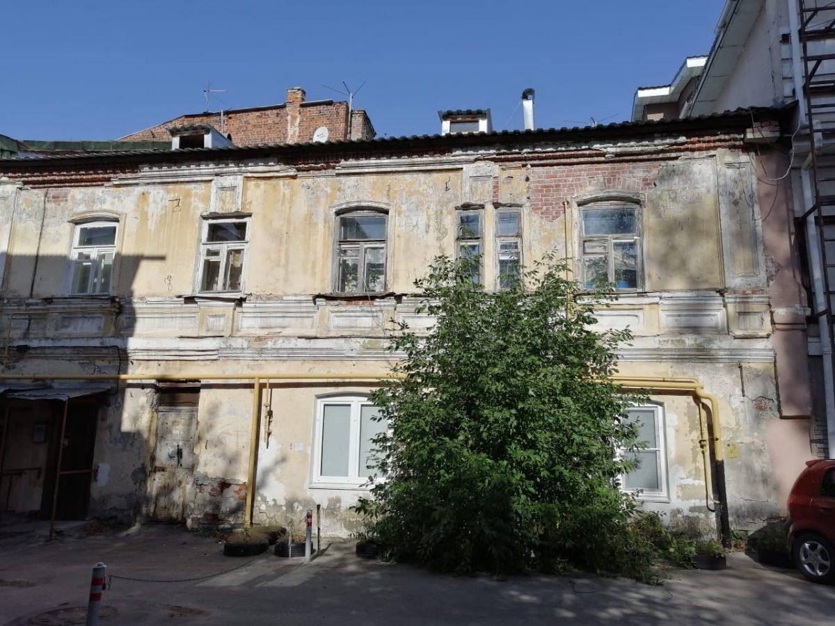 Крышу 180-летнего дома в центре Нижнего Новгорода отремонтируют по решению суда