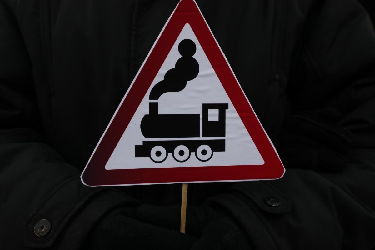Движение транспорта через железнодорожный переезд в Ильиногорске будет затруднено 2 октября