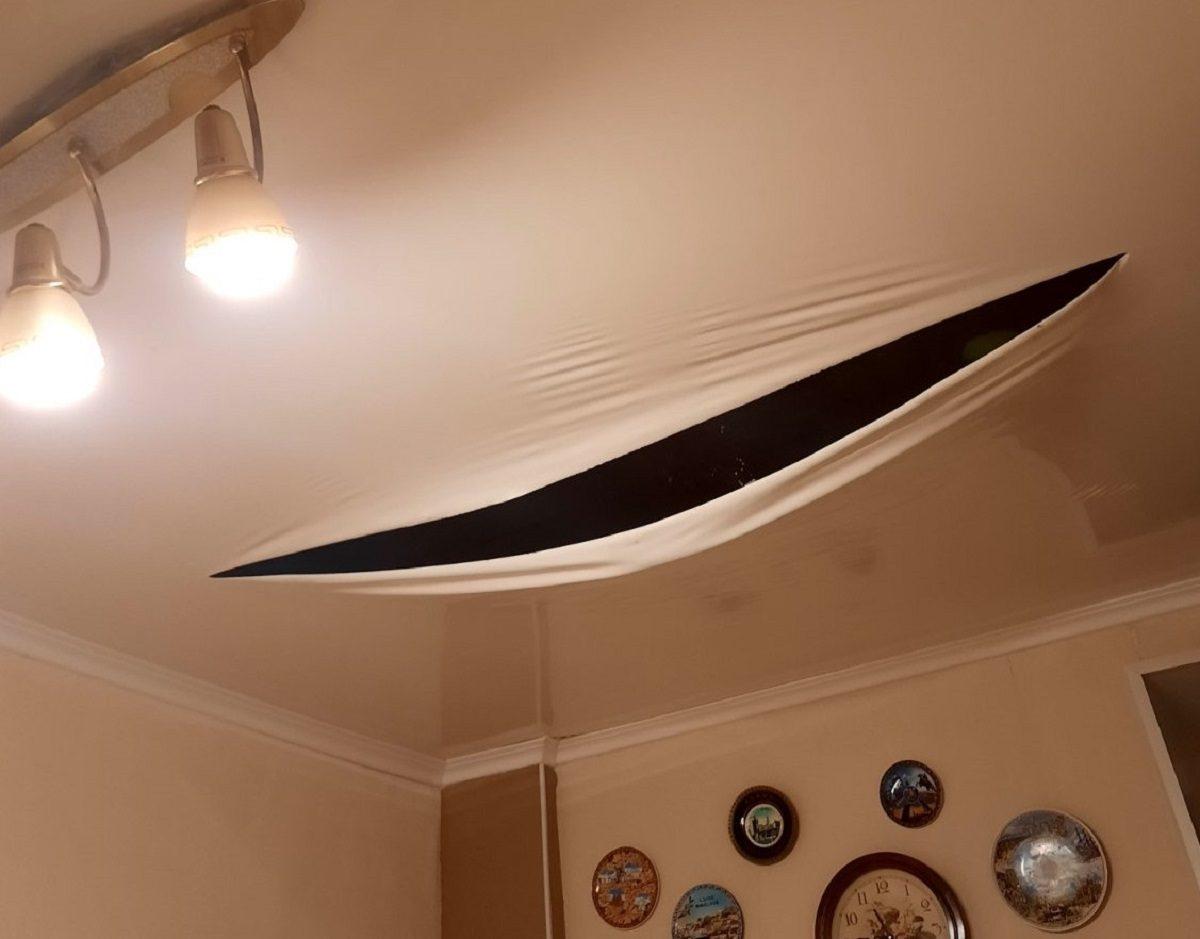 «С потолка хлынул горячий ливень»: жители Дзержинска пожаловались на потоп в квартире из-за работ коммунальщиков