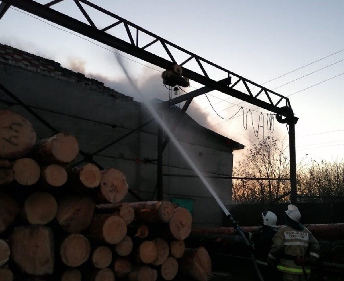 В Арзамасском районе загорелся склад