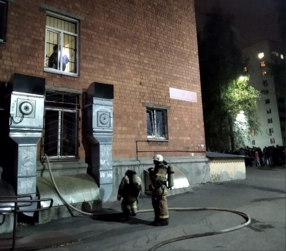 Пожар в студенческом общежитии нижегородские спасатели ликвидировали за полчаса