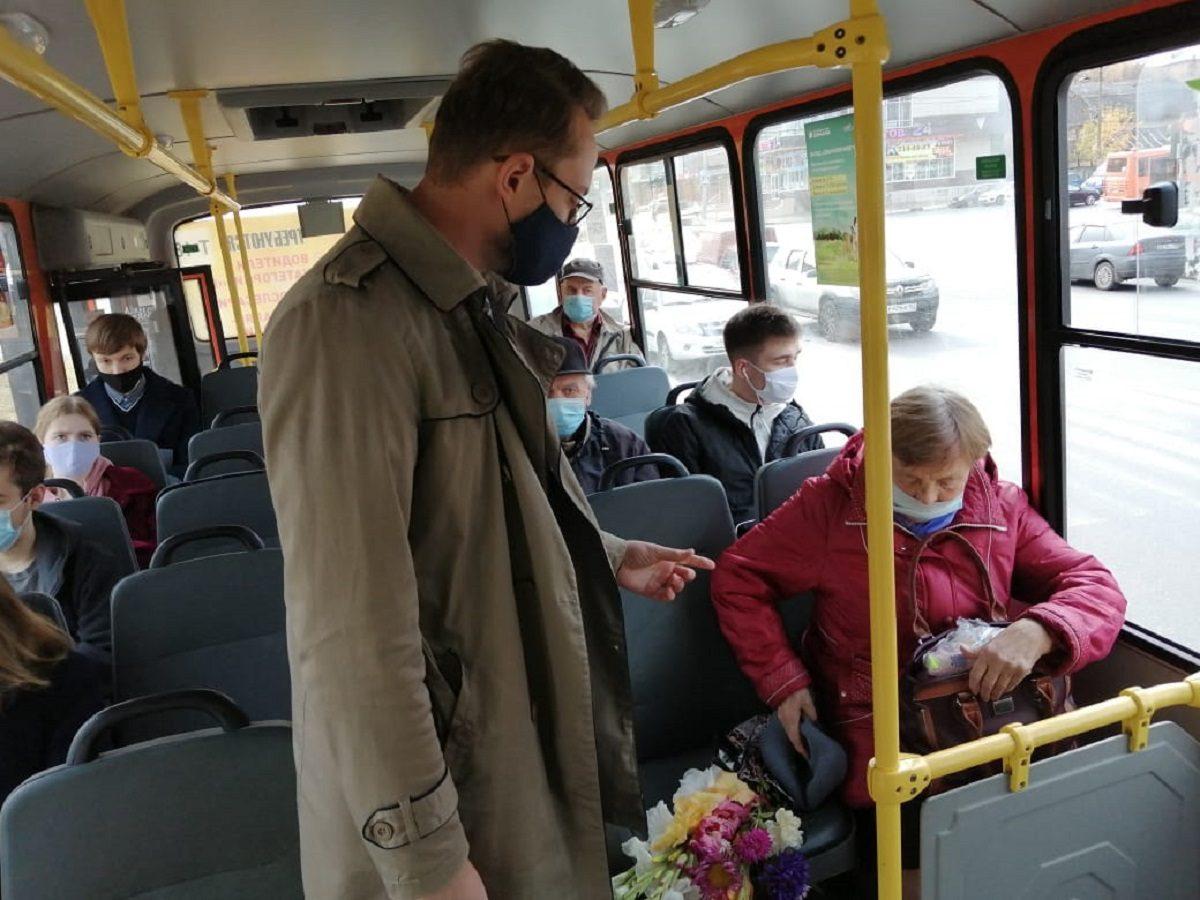 Перевозчики выполнили поручение обесплатном предоставлении масок пассажирам старше 65 лет
