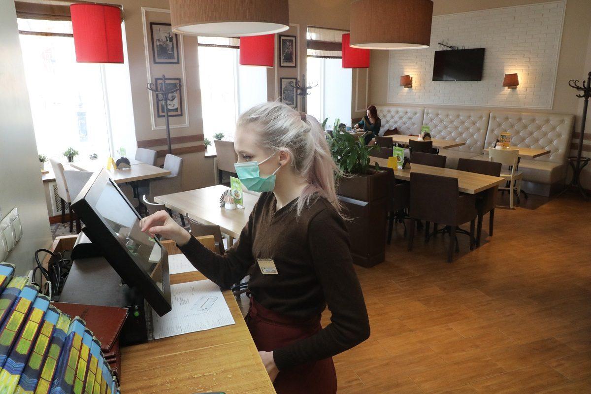 Глеб Никитин запретил работу баров и ресторанов ночью и продлил больничные людям старше 65 лет