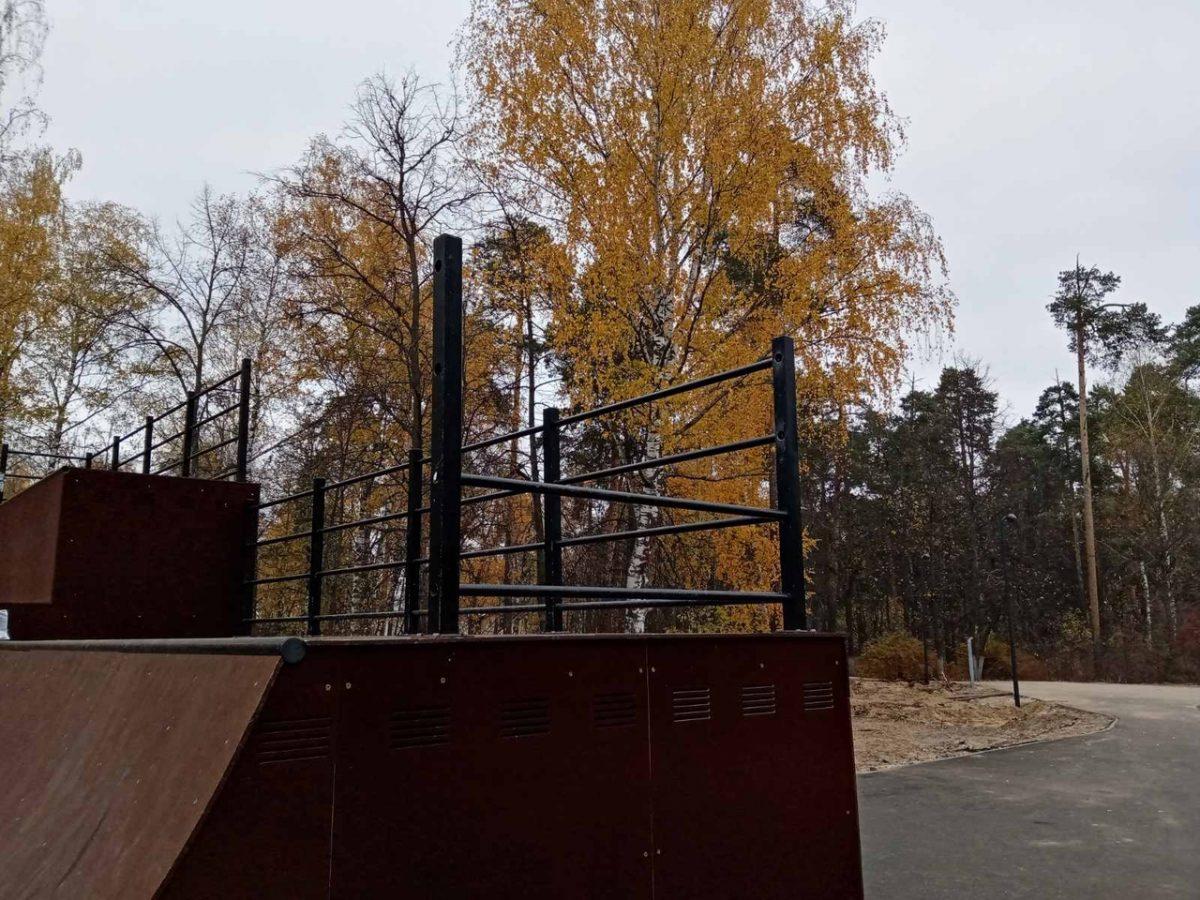 Вандалы испортили детскую и спортивную площадки в центральном парке Дзержинска