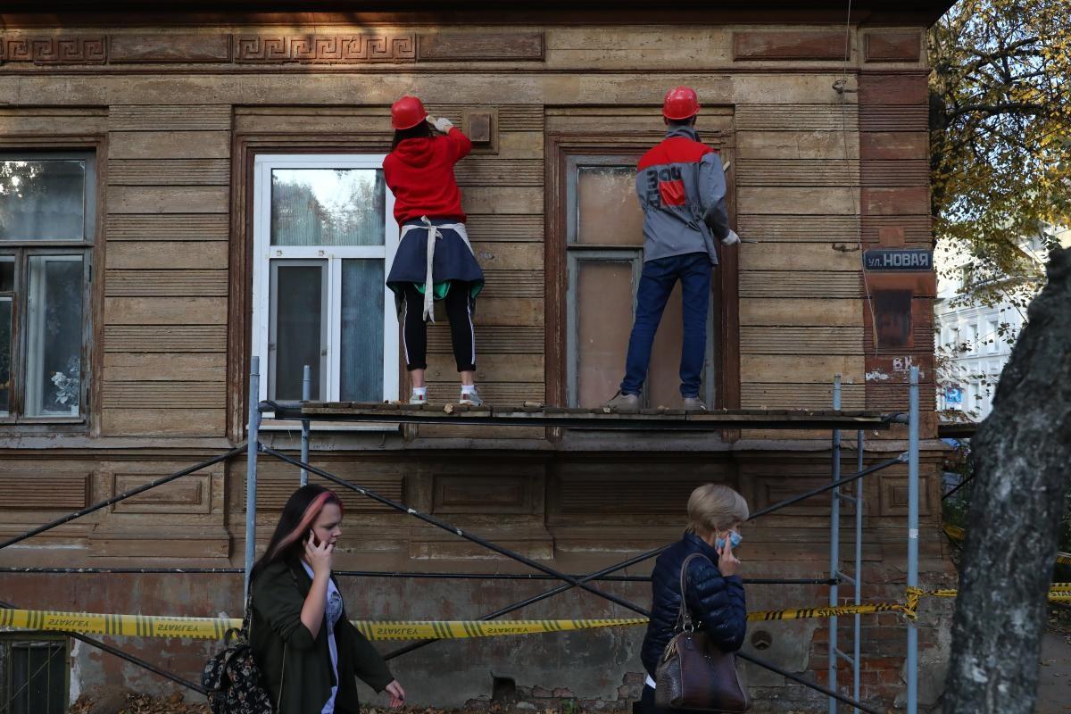 Восстановительные работы наглавном доме усадьбы Лемке начали активисты «Том Сойер Фест»
