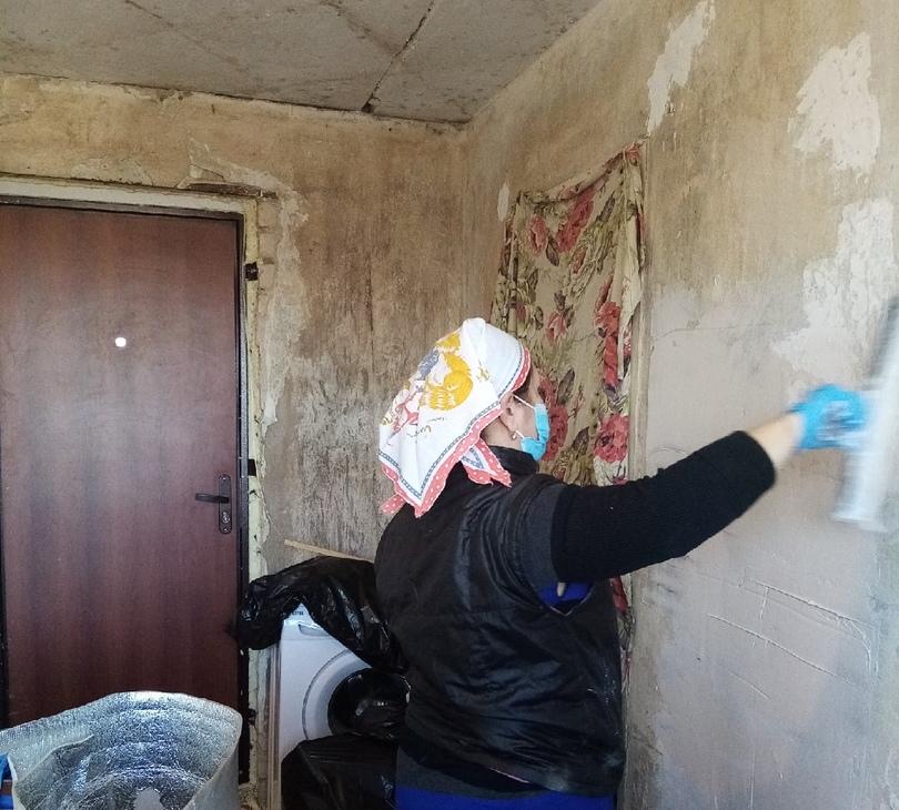 Активисты ОНФ помогли сделать ремонт в квартире сирот в Краснобаковском районе