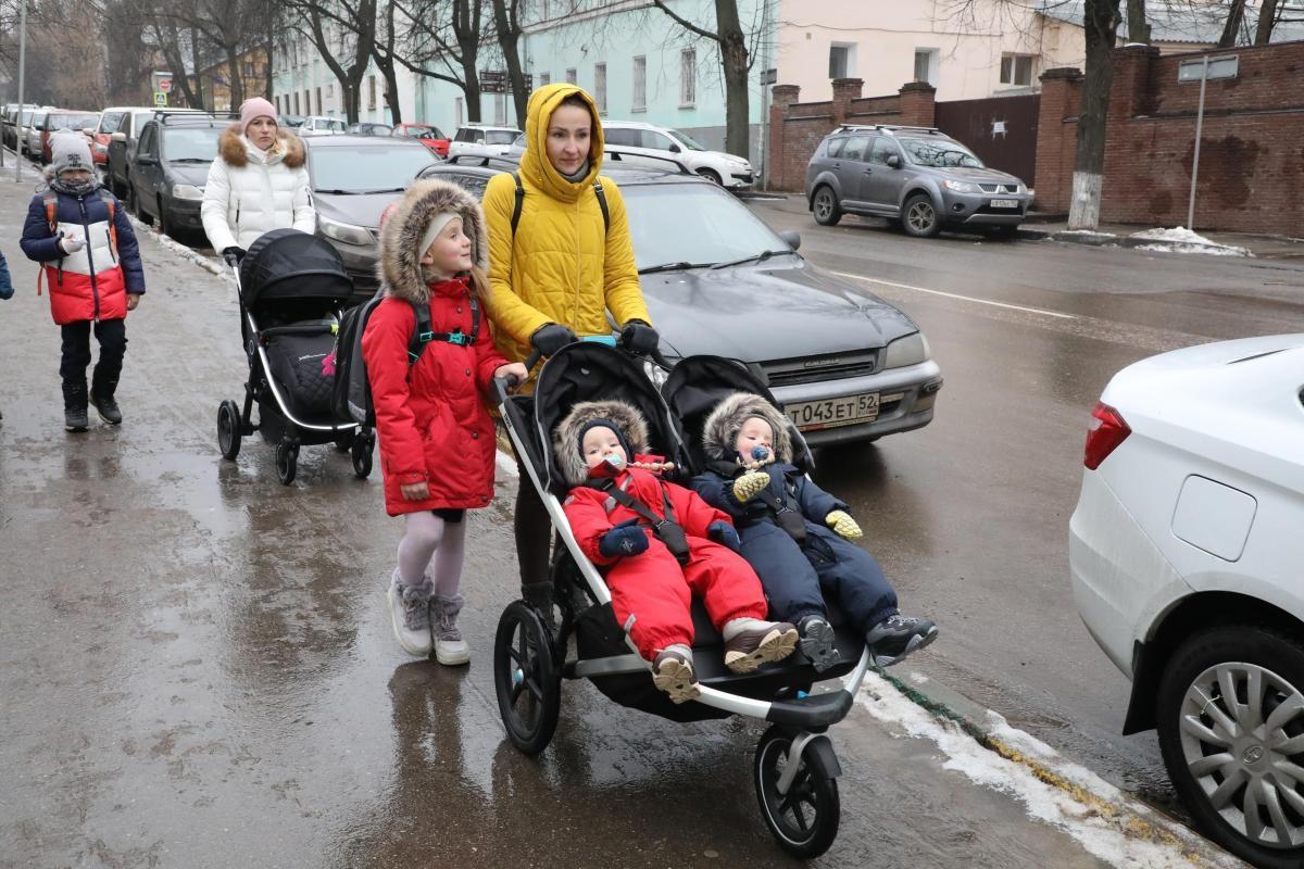 «Никого роднее в этом мире нет»: смотрим, как нижегородцы поздравляют любимых мам с праздником