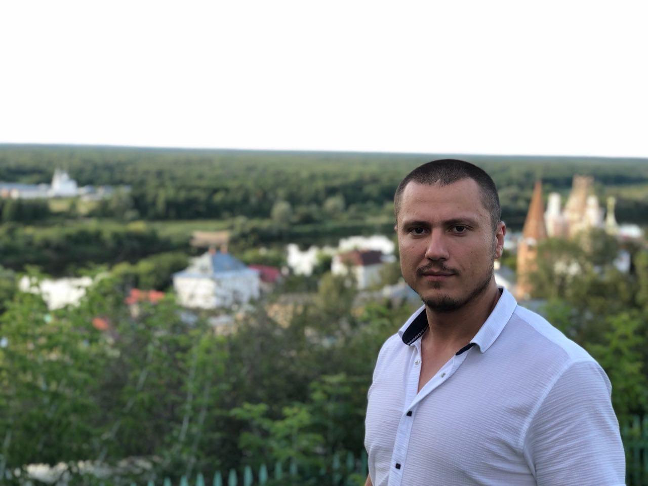 Максим Шкварун