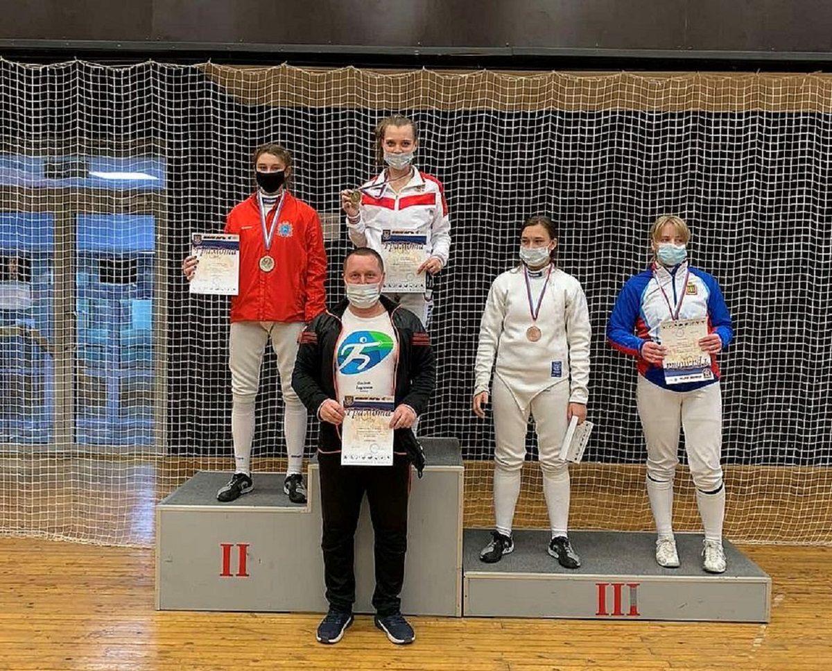 Нижегородки завоевали призовые места на чемпионате по фехтованию