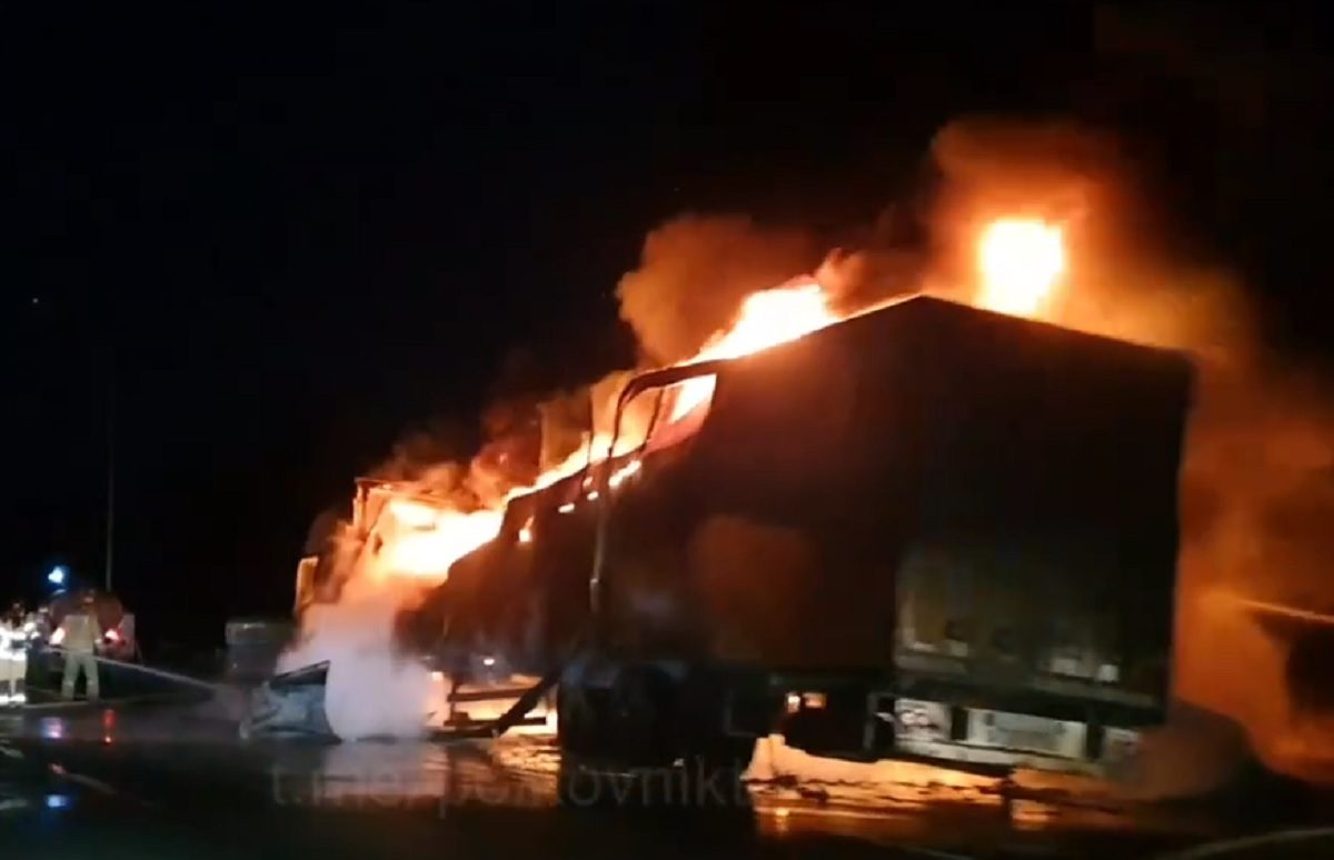 Фура с прицепом загорелась на ходу под Нижним Новгородом