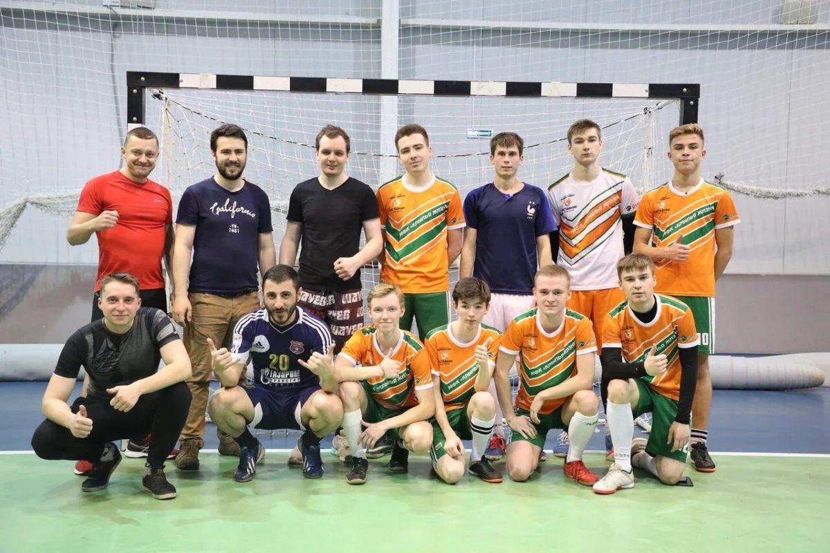 Выпускники нижегородских детских домов обыграли инвесторов в благотворительном матче по мини-футболу