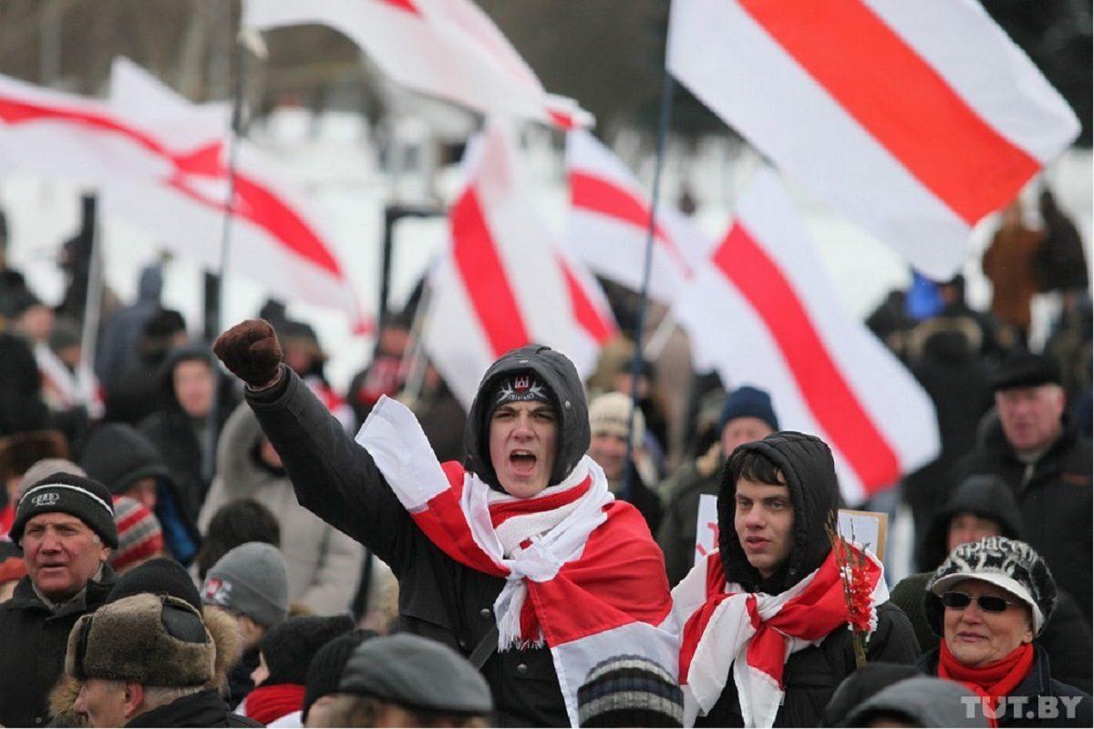 Что на самом деле означает флаг белорусской оппозиции