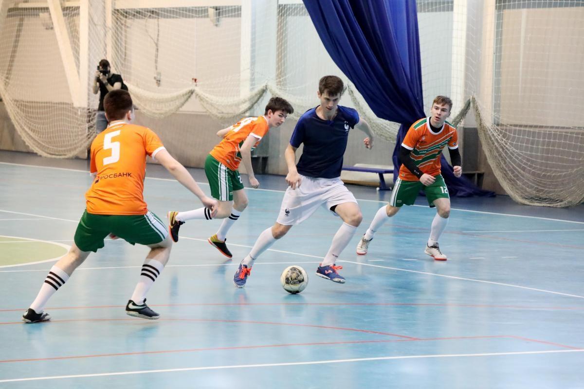 Благотворительный матч по мини-футболу между воспитанниками детских домов и инвесторами прошёл во Дворце спорта «Юность»