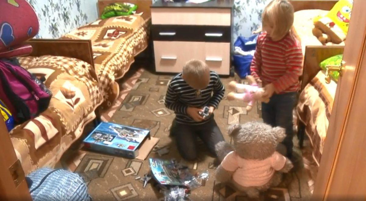 Пережившая пожар семья с 8 детьми переехала в благоустроенную квартиру в Вознесенском районе