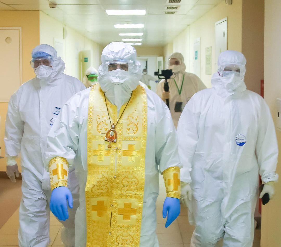 Митрополит Георгий навестил больных в Covid-госпитале на Бору