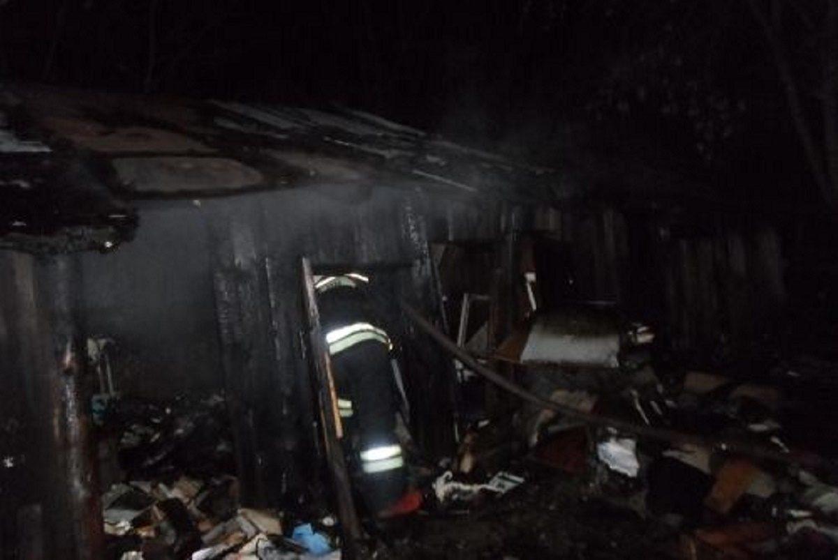 Человек погиб в ночном пожаре в строительном вагончике в посёлке Пижма