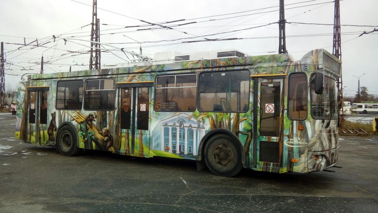 троллейбус граффити илья спиченков шишкин