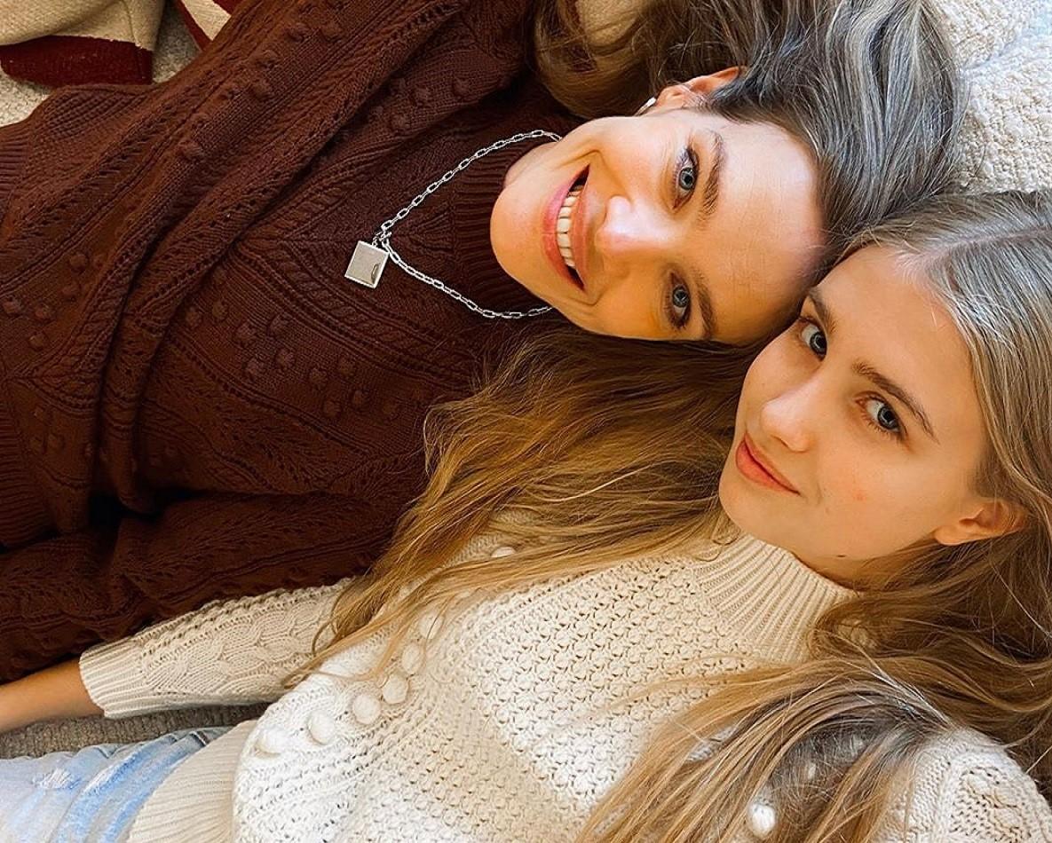 Как две сестрички: Наталья Водянова поделилась фотографией с повзрослевшей дочерью