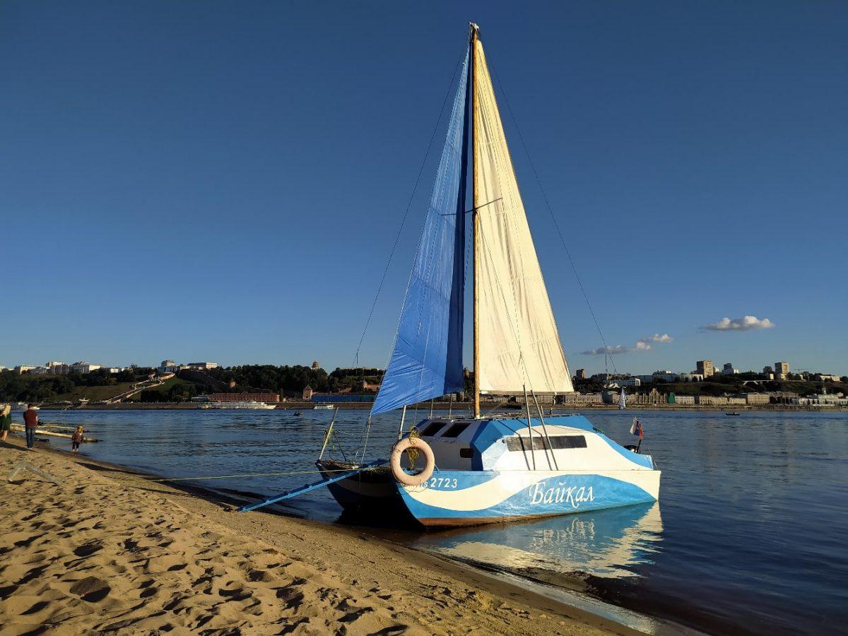 Двое нижегородцев создали яхту из фанеры