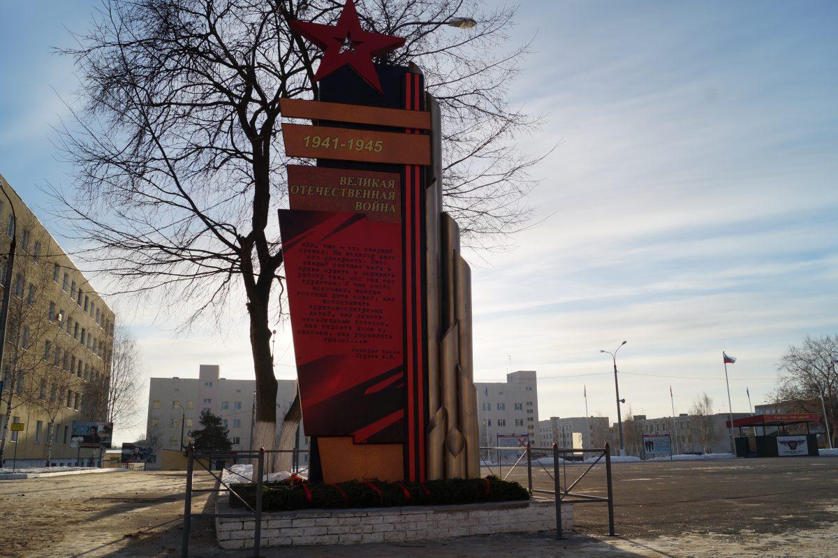 В дзержинской воинской части открыли обновленную стелу «Памяти воинов тыла»