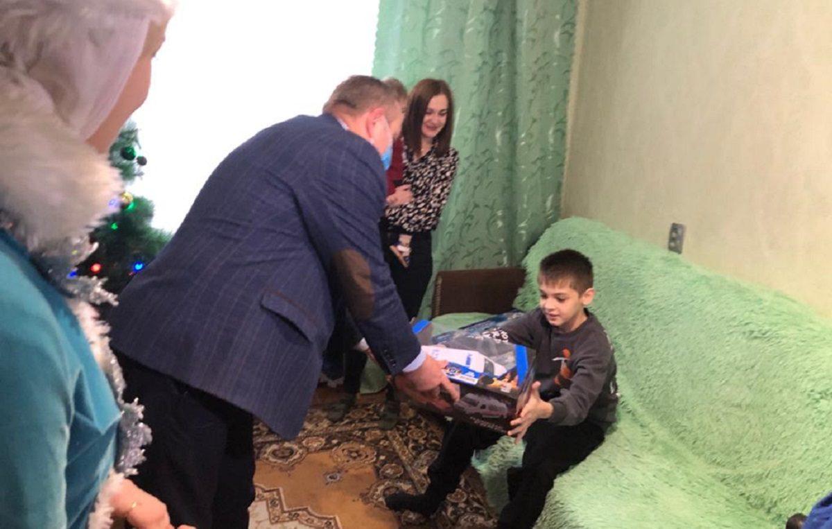 2 тысячи детей из семей, находящихся в трудной ситуации, получат новогодние подарки в Богородском районе