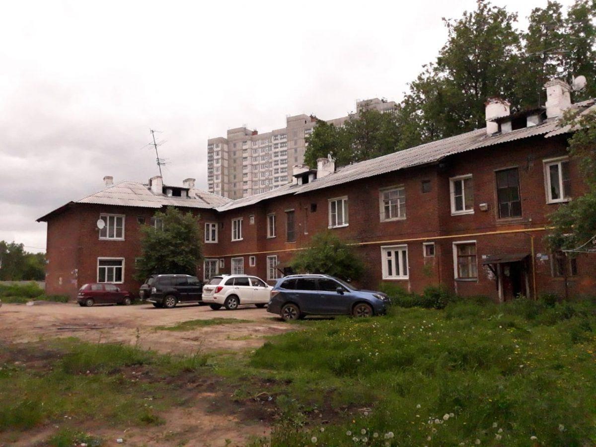Жители дома на улице Страж Революции пытаются добиться компенсации за пришедшее в негодность жильё