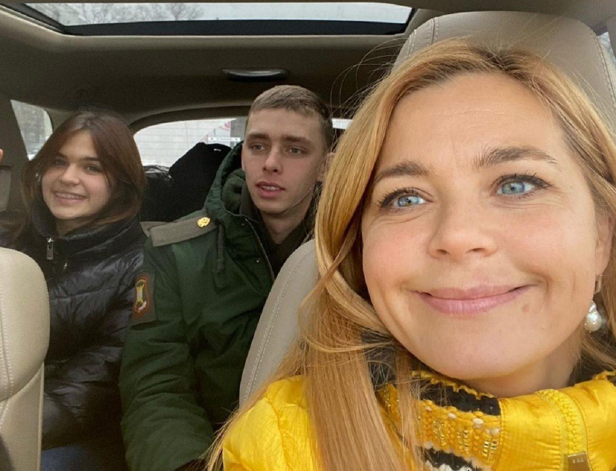 Ирина Пегова встретила племянника из армии