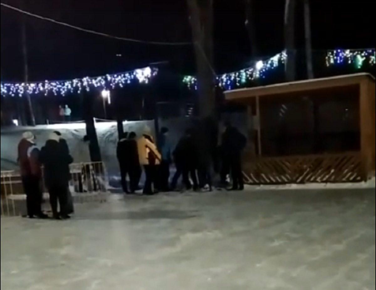 Мужчина избил подростка на катке в Нижегородской области