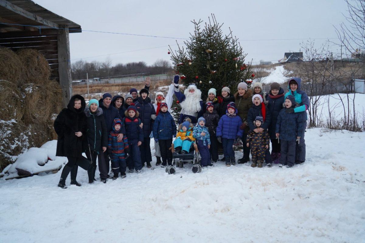 Благотворительную елку в конном клубе провели для ребят из следж-хоккейных команд Нижнего Новгорода