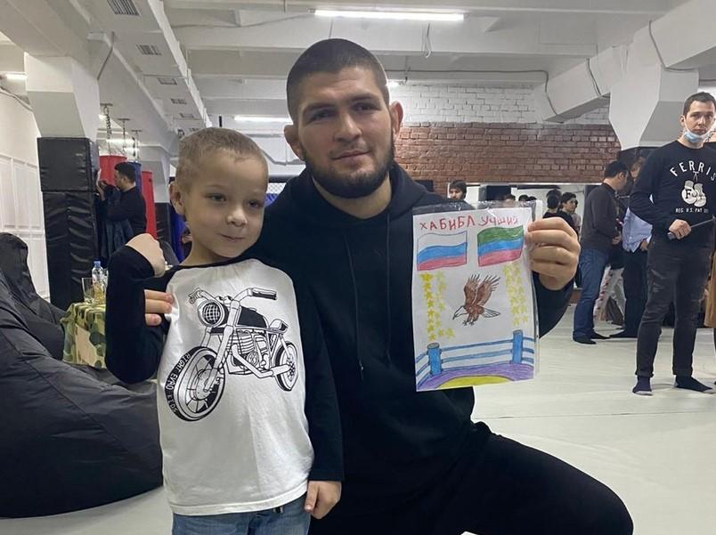 Хабиб Нурмагомедов исполнил мечту 6-летнего нижегородца