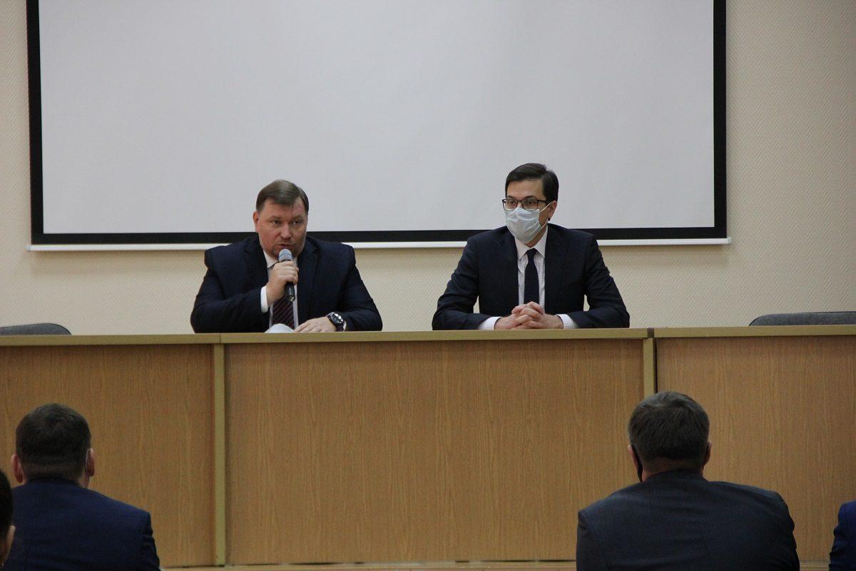 Юрий Шалабаев представил Олега Алёшина коллективу канавинской администрации в качестве главы района