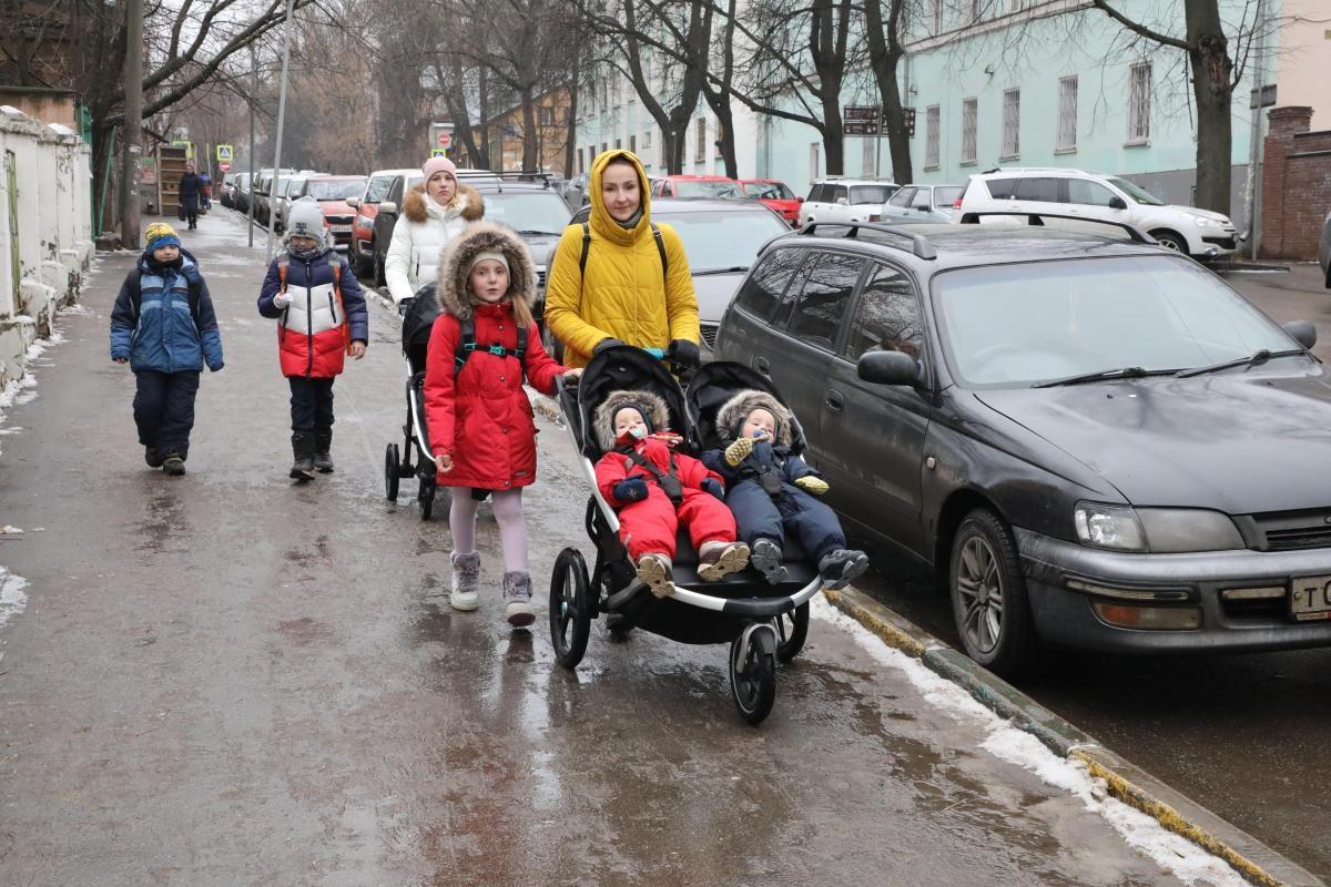 Семьи с новыми автомобилями не смогут получить выплату на детей от трех до семи лет