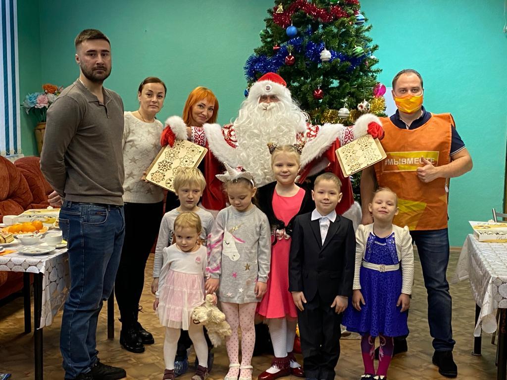 Подарки и деликатесы к праздничному столу волонтеры доставили в 63 многодетные семьи Нижегородской области