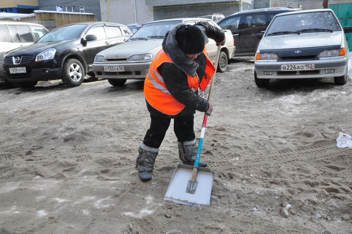 На коньках можно кататься: наледь в нижегородских дворах устранят ко вторнику