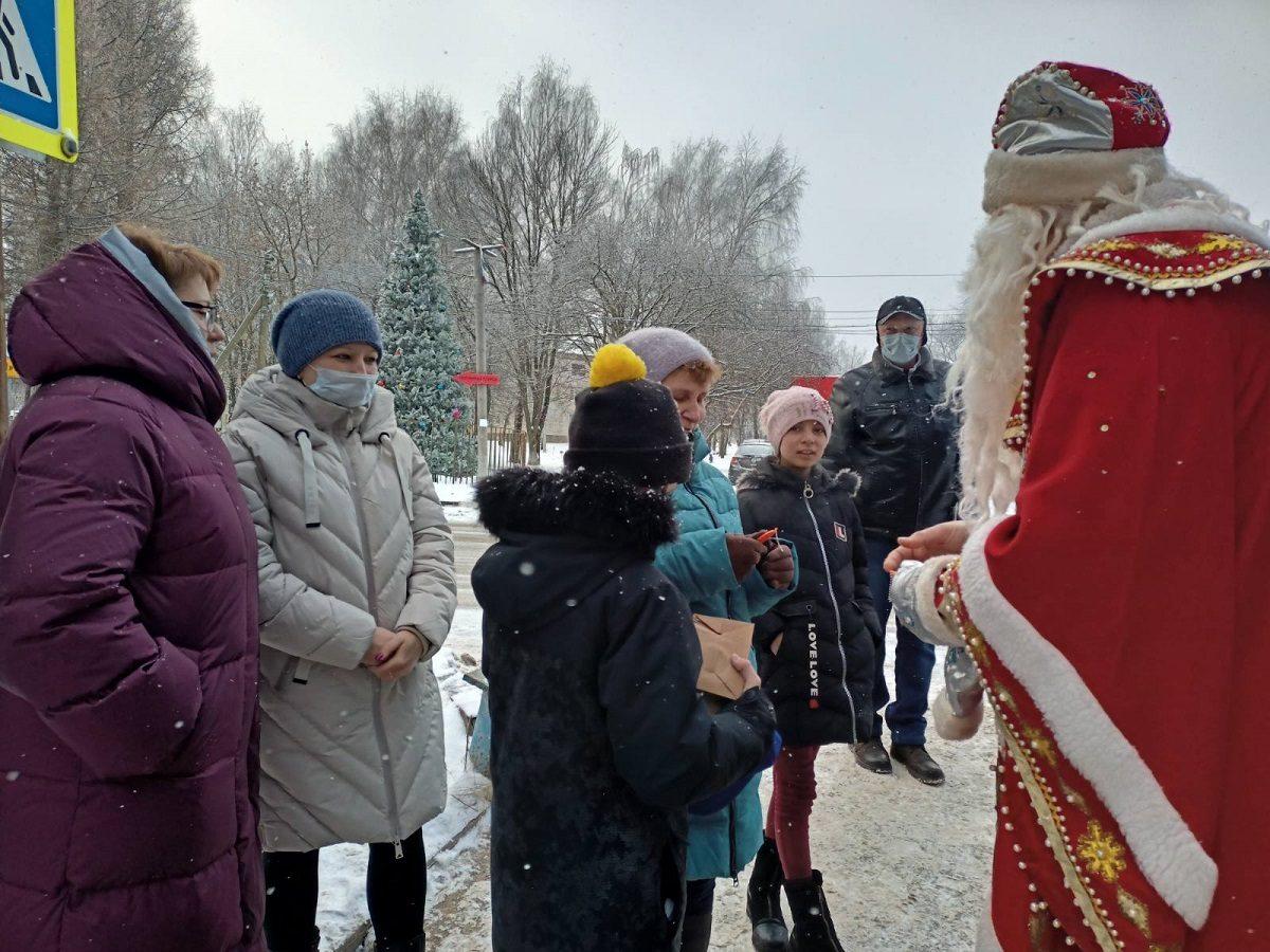 Дорожный полицейский переоделся в Деда Мороза в Нижнем Новгороде