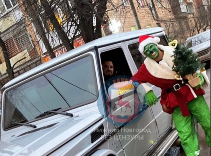 Нижегородский Гринч получил перелом пятки, упав с новогоднего трамвая