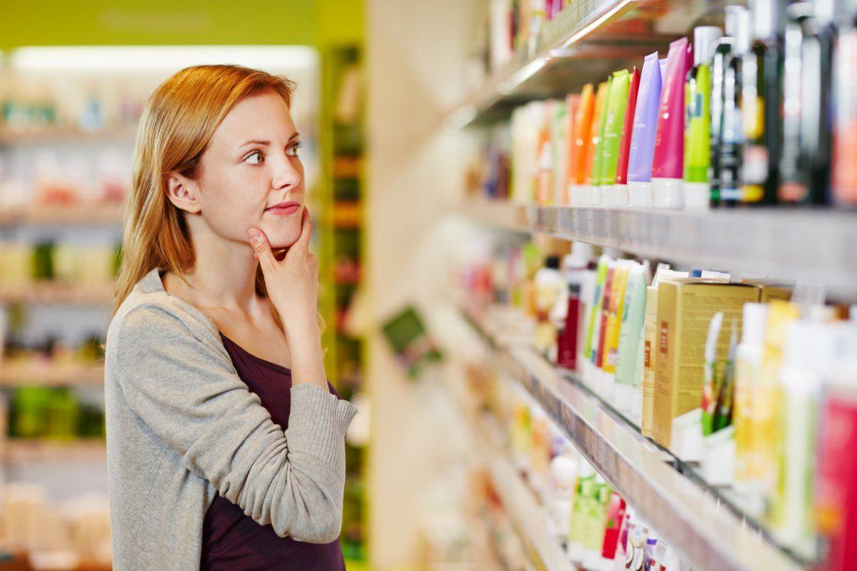 На лице написано: популярные мифы о лечебной косметике