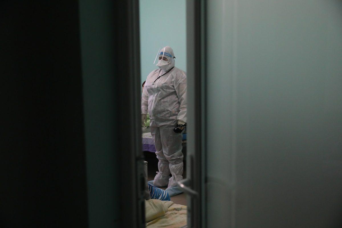 «Красная зона» своими глазами: журналист провел один день в нижегородской инфекционной больнице